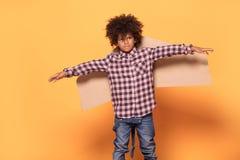 有非洲发型摆在的小男孩 图库摄影