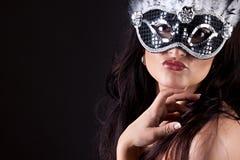 有面具的美丽的妇女 库存照片