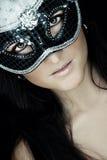有面具的美丽的妇女 免版税库存照片
