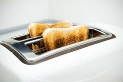 有面包切片的多士炉 库存照片