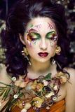 有面孔艺术的秀丽从花兰花clos的妇女和首饰 免版税图库摄影