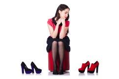 有鞋子选择的少妇  免版税库存照片