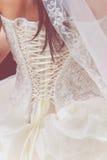 有鞋带的婚姻的白色礼服 免版税库存照片