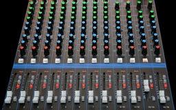 有音量控制器的音频混合的控制台 图库摄影