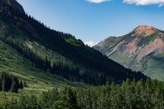 有顶饰小山科罗拉多山风景 免版税图库摄影
