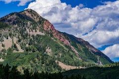 有顶饰小山科罗拉多山风景 库存图片