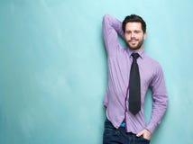 有领带的英俊的年轻商人 免版税库存图片