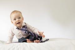 有领带的逗人喜爱的男婴 库存照片