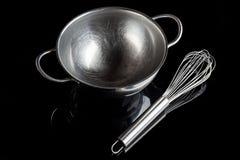 有颊须的钢碗从大角度与反射黑色 库存照片