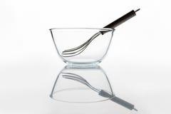 有颊须的玻璃碗在与反射的侧视图里面 免版税库存图片