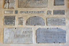 有题字的大理石板材在拉丁 库存图片