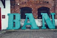 有题字的老工厂 免版税库存图片