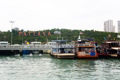 有题字的芭达亚码头 库存图片