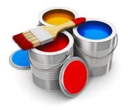 有颜色油漆和油漆刷的罐头 免版税库存图片