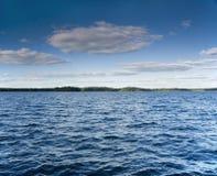 有风湖的夏天 免版税库存图片