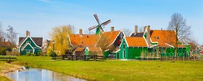 有风车的全景在Zaanse Schans,传统村庄,荷兰,北荷兰省 库存图片