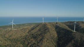 有风车的太阳农场 菲律宾,吕宋 免版税图库摄影