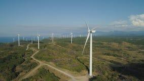 有风车的太阳农场 菲律宾,吕宋 免版税库存照片