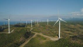 有风车的太阳农场 菲律宾,吕宋 免版税库存图片