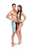 有风镜和毛巾的年轻可爱的白种人人游泳者 免版税库存图片