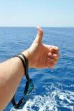 有风镜的手潜水的 免版税库存图片