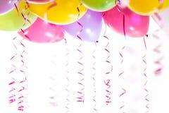 有飘带的气球生日聚会庆祝的 库存图片