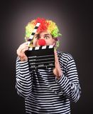 有飞剪机箱子的滑稽的小丑 免版税库存图片