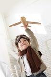 有飞机的男孩在手中 免版税库存图片