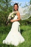 有飞行面纱的新娘在婚礼 免版税库存照片