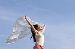 有飞行围巾的妇女 库存照片