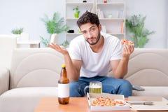 有食人的薄饼在家放松休息的饭菜外卖点 库存图片
