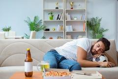 有食人的薄饼在家放松休息的饭菜外卖点 库存照片