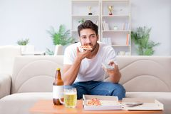 有食人的薄饼在家放松休息的饭菜外卖点 免版税库存照片