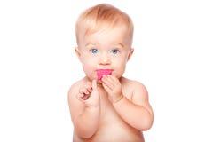 有食物匙子的逗人喜爱的婴孩在嘴 库存图片