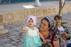 有香客的幼儿, Bahouddin Nakshband, Bu陵墓  免版税库存照片