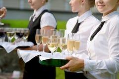 有香槟玻璃盘的女服务员  免版税图库摄影
