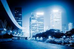 有香港都市风景和地平线的空的高速公路  图库摄影