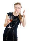 有香烟和酒的醉酒的妇女。 库存图片