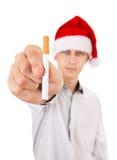 有香烟的年轻人 免版税库存图片