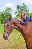 有马的女孩。 免版税库存照片