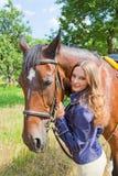 有马的女孩。 免版税图库摄影