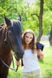 有马的女孩。 免版税库存图片