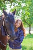 有马的女孩。 图库摄影