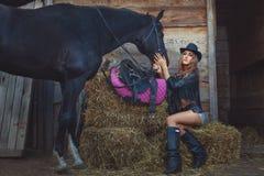 有马的妇女牛仔 库存照片