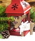 有驯鹿木装饰的圣诞节灯笼 免版税库存图片