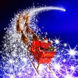 有驯鹿雪橇飞行的在一个流星-蓝色圣诞老人 库存照片