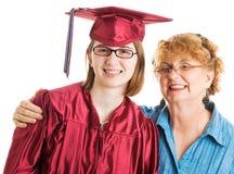 有骄傲的母亲的毕业生 免版税库存照片