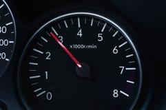 有高定义和最大速度的仪表板汽车在引擎 图库摄影