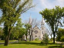 有高尖顶的白色教会 库存照片