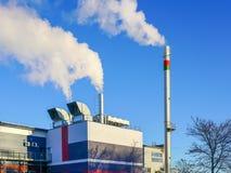 有高热能效率的一个新的现代气体同时发热发电供暖设备 免版税库存图片